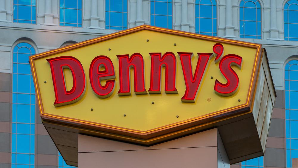 Denny's sign above giant fork