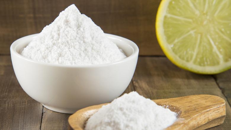 Baking soda with lemon and baking powder
