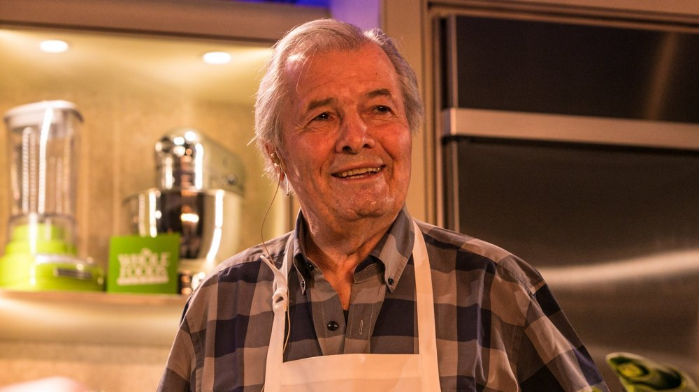 Jaques Pépin teaching a cooking class