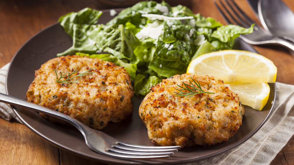 crab cakes with lemon and greens