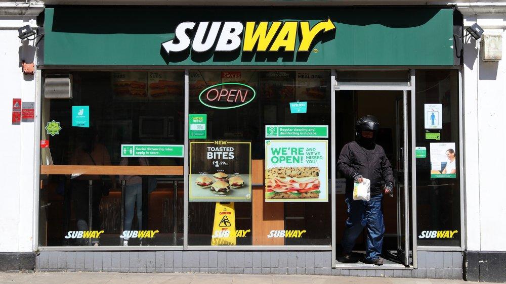 Subway restaurant exterior