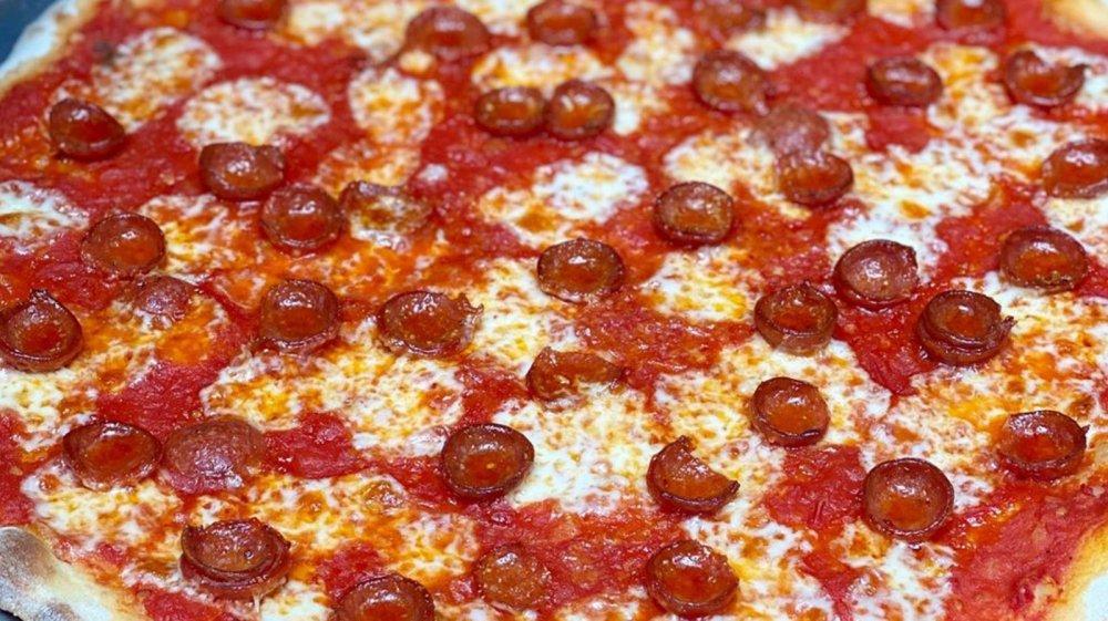 Rubirosa pizza pie, New York City