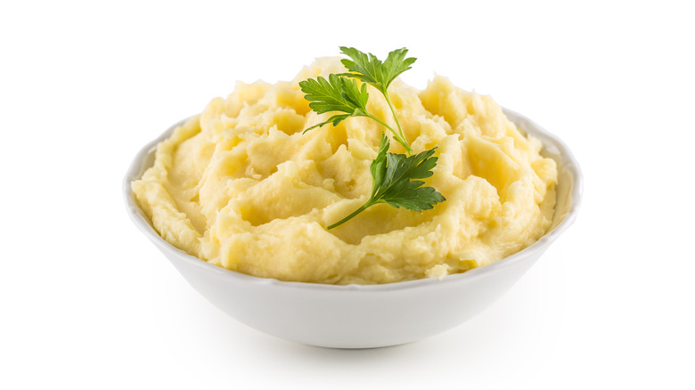 A bowl of mashed potatoes
