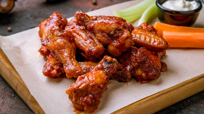 Hot wings with veggies and dip