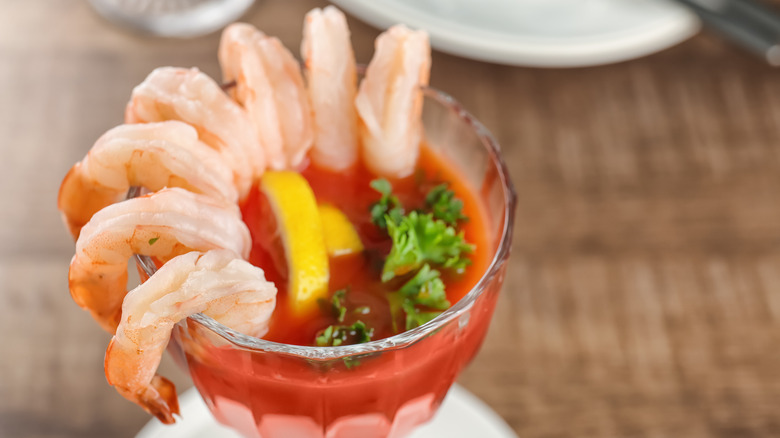 Shrimo cocktail with lemon