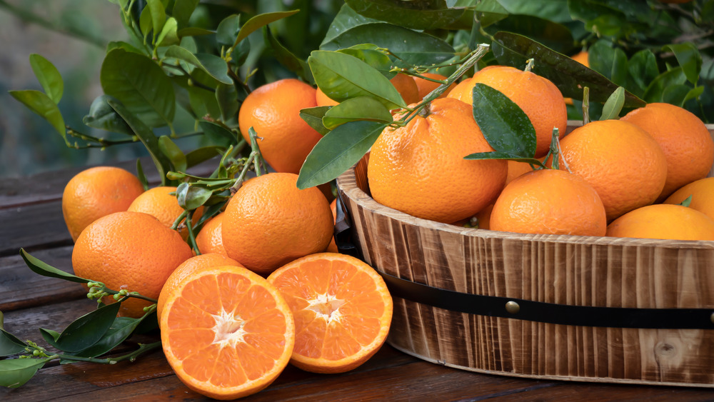 Basket of fresh oranges