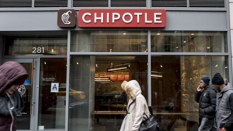 what it's really like to work at chipotle