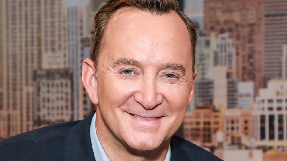 Clinton Kelly with cityscape