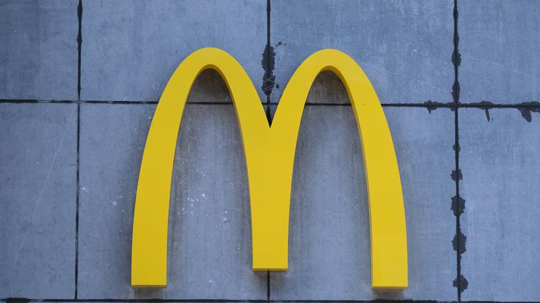 A McDonald's logo