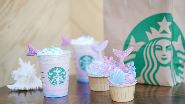 Thai mermaid frappuccino and cupcakes
