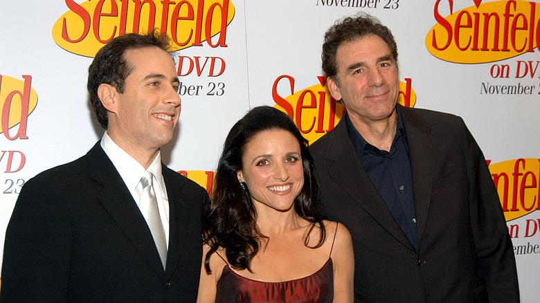 Cast of Seinfeld on backdrop