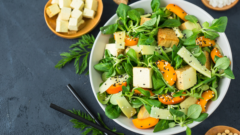 Fresh salad with tofu and cheese