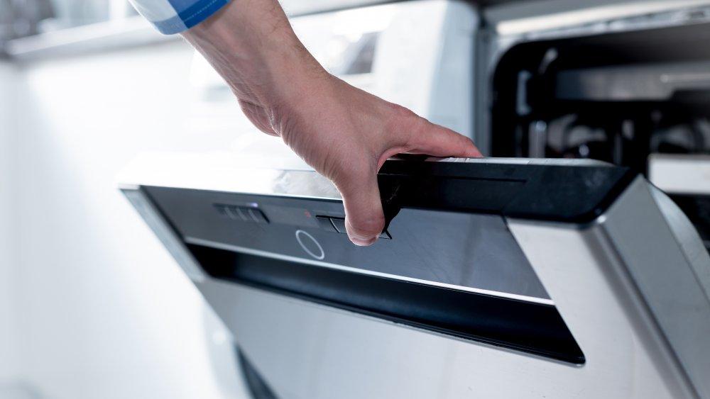 hand opening dishwasher