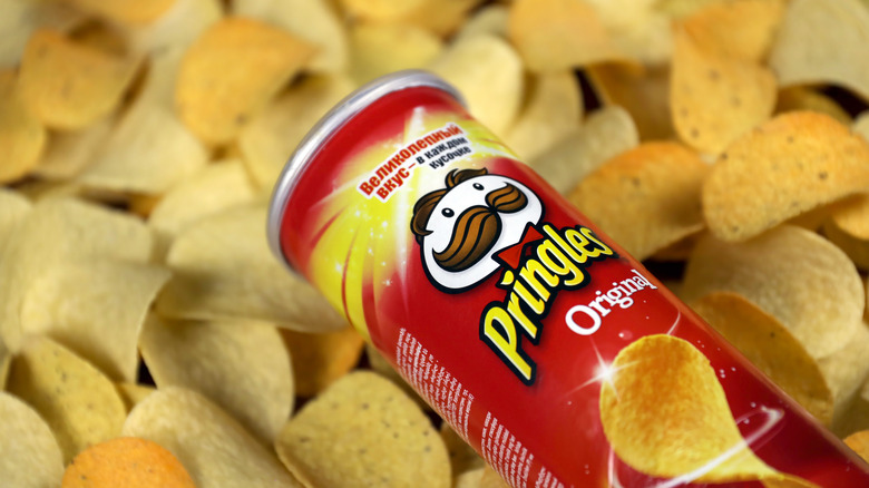 Pringles can on top of chips