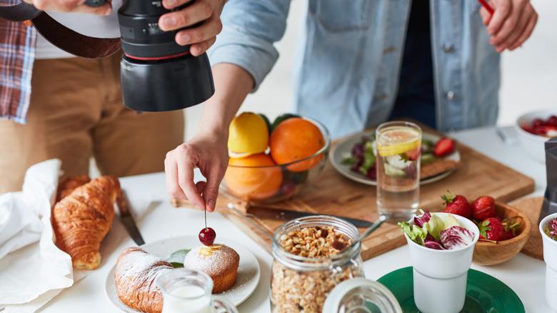 Camera snapping food