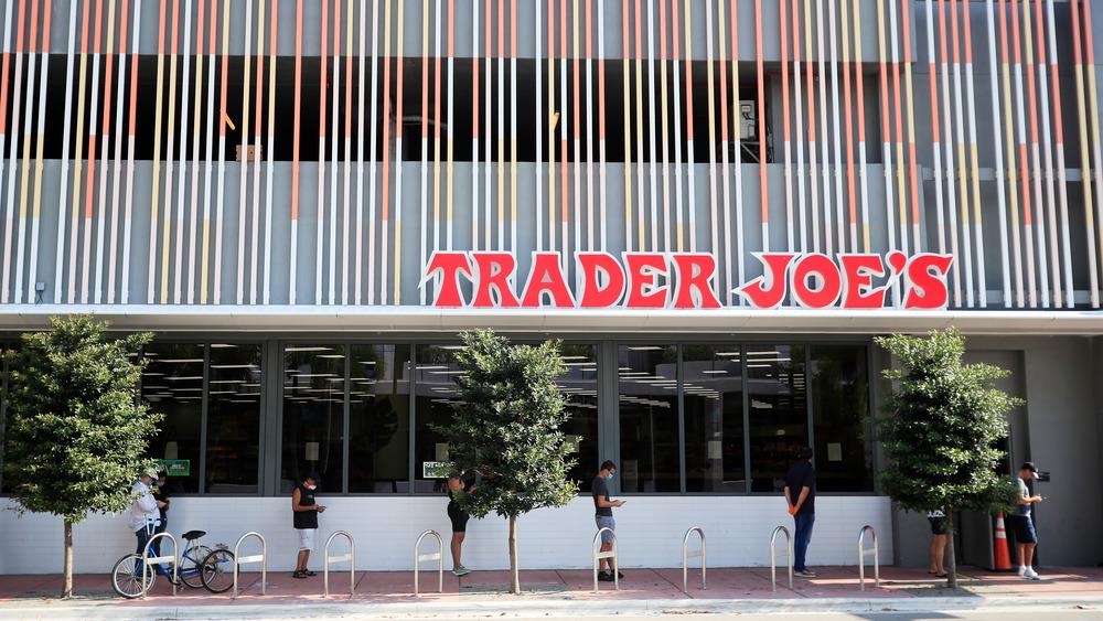 Trader Joe's, COVID 19 measures