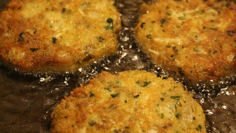 Frying crab cakes in oil