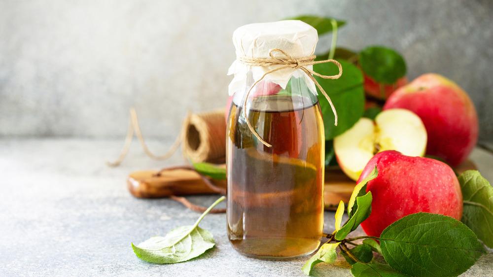 Vinegar in jar with apples