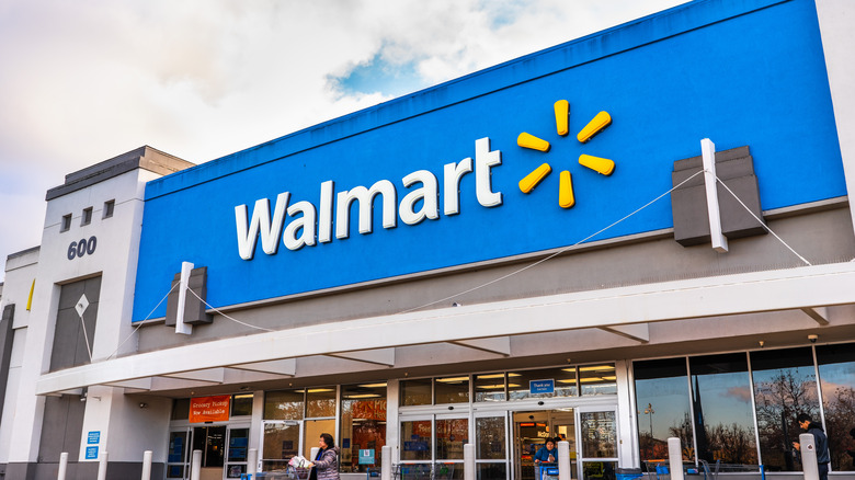 Walmart building