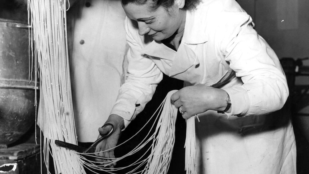 Making spaghetti noodles