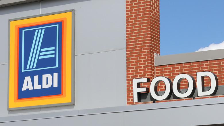 Aldi supermarket storefront