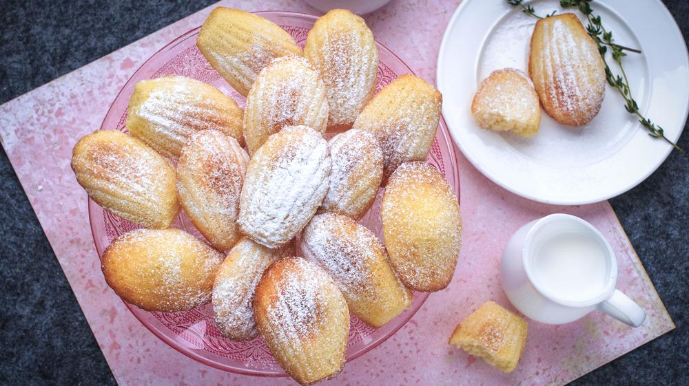 Madeleines with powdered sugar