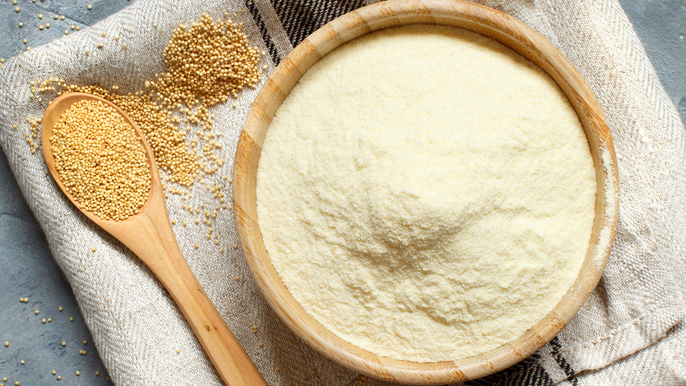 Amaranth flour with spoon of seeds