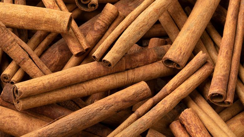 Dried cinnamon cassia