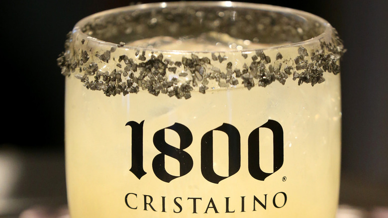 cristalino cocktail in decorated glass