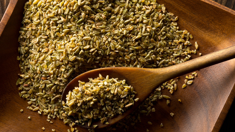 raw freekeh and wooden spoon
