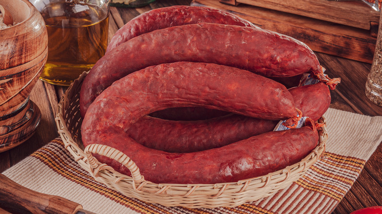 Basket of thick linguica