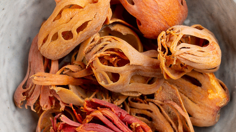 Dried yellow and red mace spice
