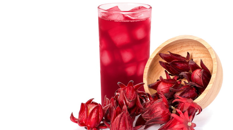 Roselle juice with wooden bowl of sorrel