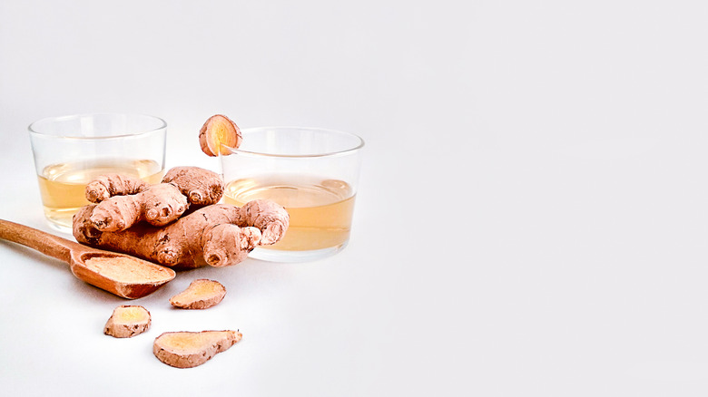 glasses of switchel with ginger