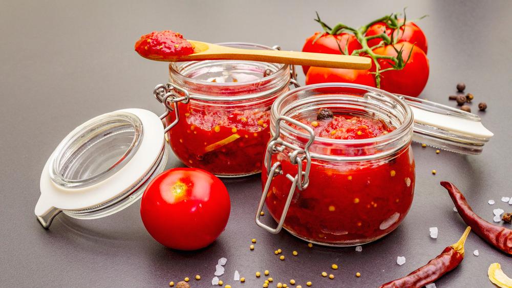 tomato jam in a jar