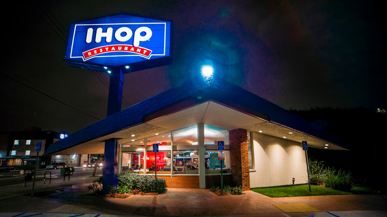 An IHOP at night
