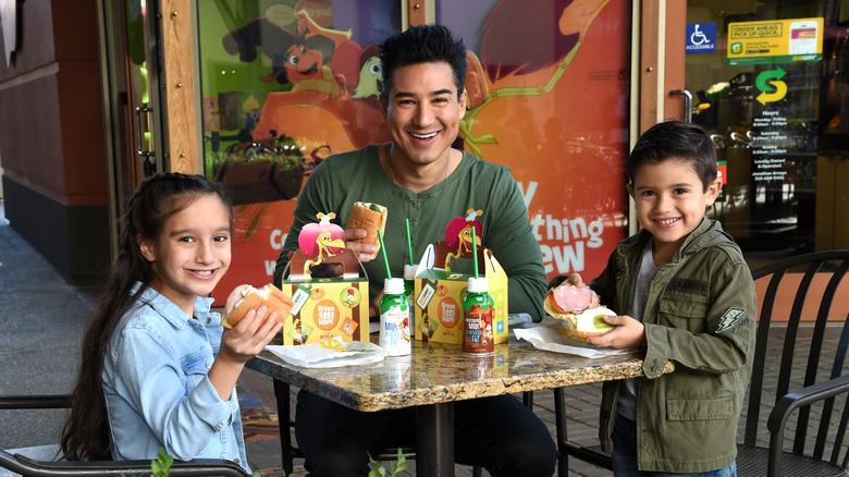 Mario Lopez with his kids