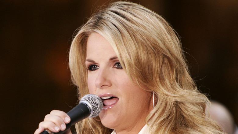 Trisha Yearwood singing