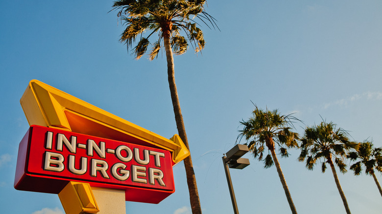 In-N-Out exterior sign