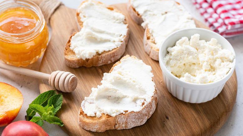 Toast with ricotta cheese
