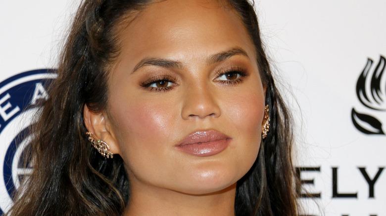 Chrissy Teigen with neutral make up