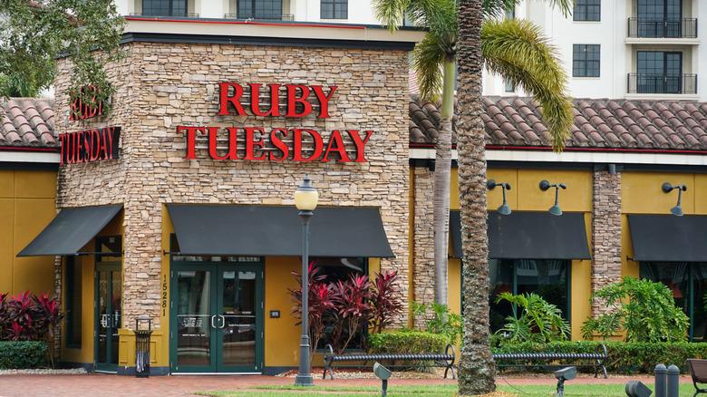 A Ruby Tuesday exterior