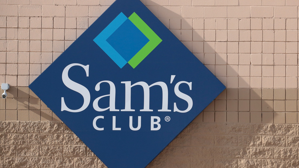 Sam's Club sign on wall