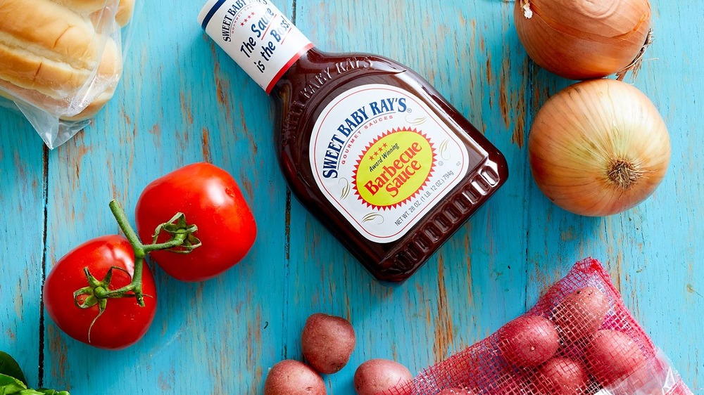 Barbecue sauce with onions and tomatoes