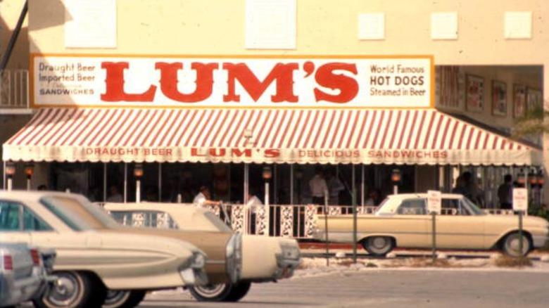 Lum's restaurant and vintage cars