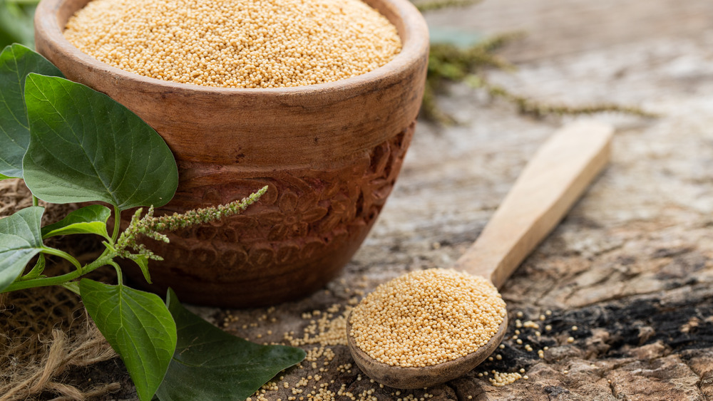 Amaranth in a wooden bowl