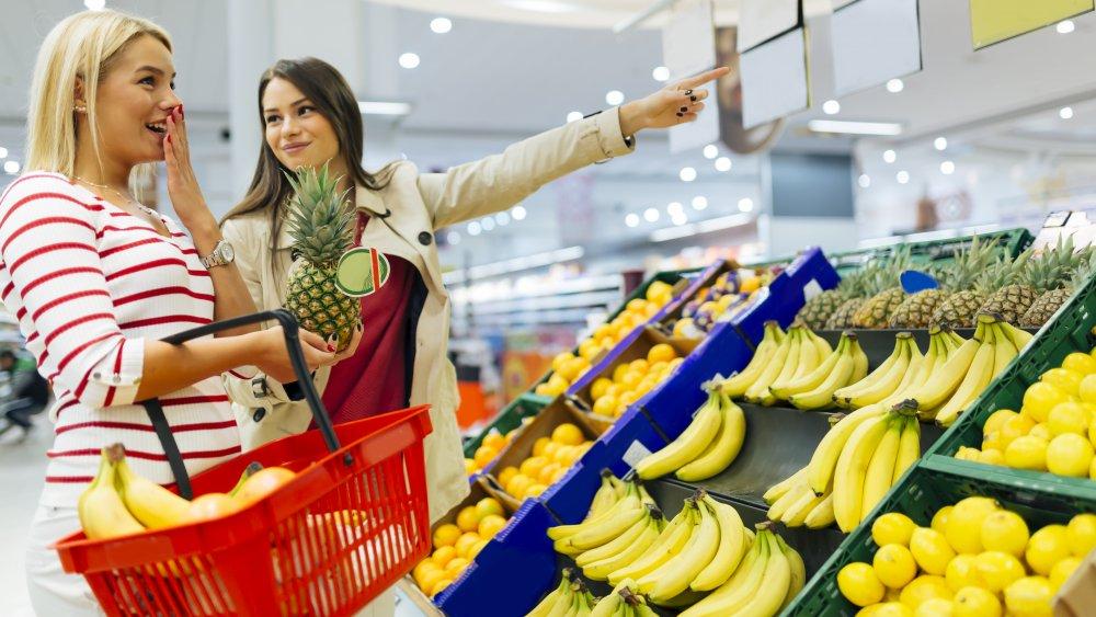 Women buying bananas