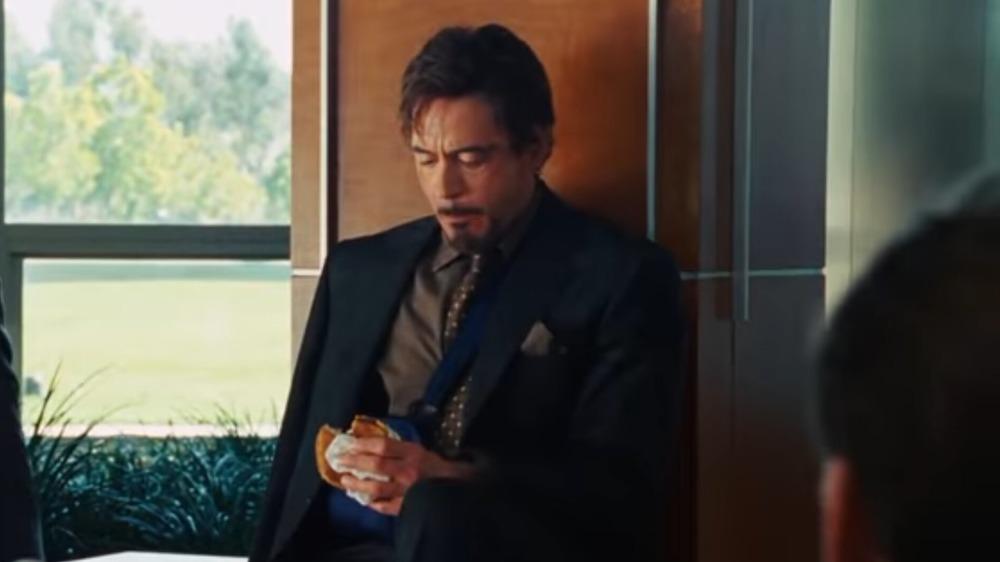 Robert Downey Jr. eats Burger King burger