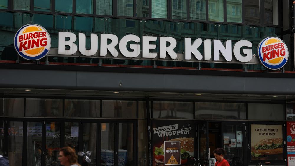 Exterior burger king sign