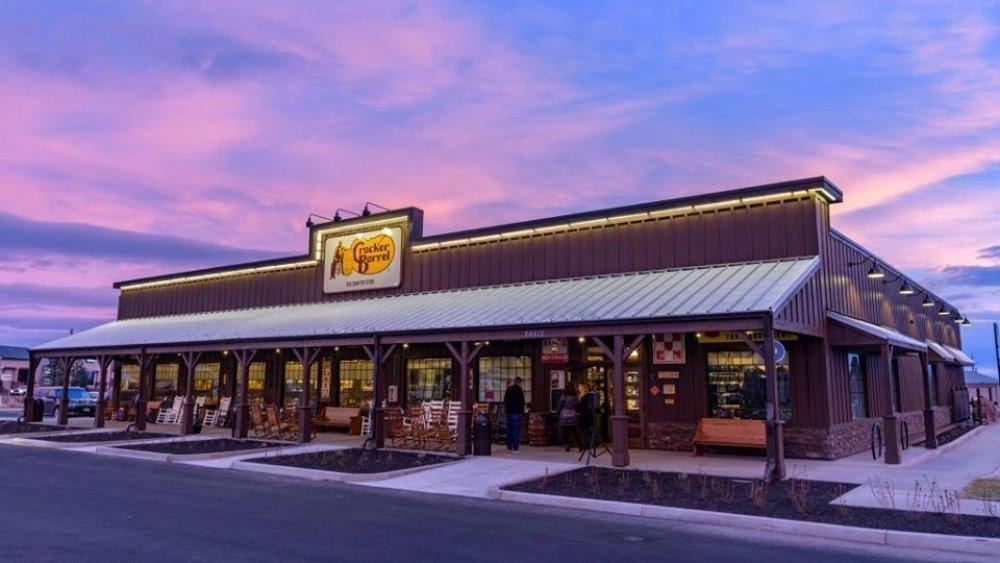 Cracker Barrel store front